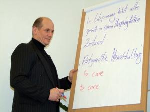 Hugo Hasse im Vortrag
